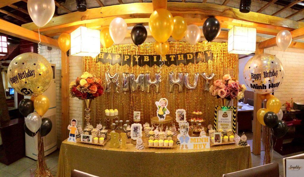 Rèm trang trí sinh nhật màu vàng